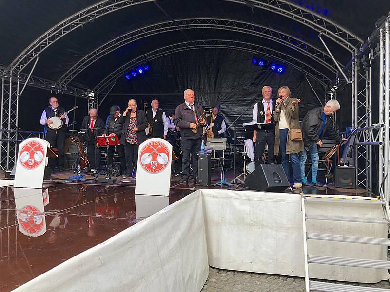 Düsseldorfer Banjo-Club spielt für den VerkehrsVerein auf